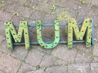 'Mum' flower holder