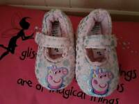 (NEW) Infants size 4, Peppa Pig Slippers