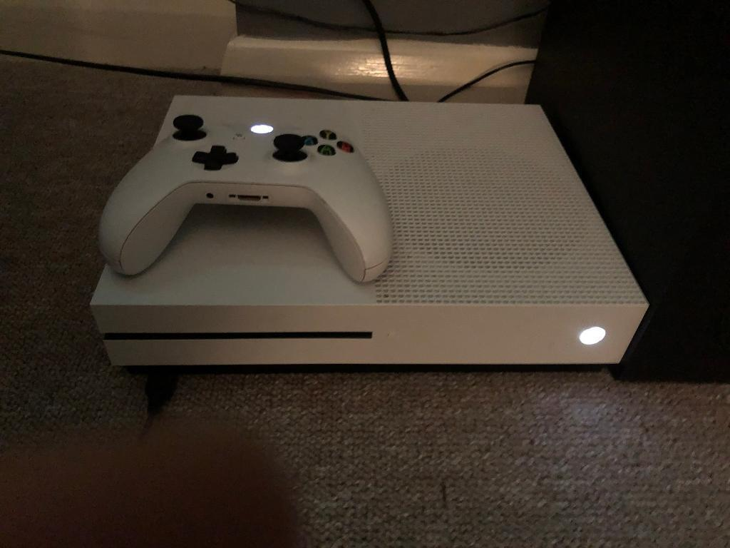 Xbox One S 500Gb with 5 Games (Must see)