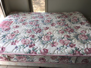 Queen size bed and matress Holt Belconnen Area Preview
