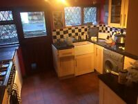 Single room to rent in quiet house share. Old Park Terrace, Treforest.