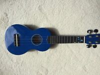 Mahalo ukulele in blue - excellent condition in carry case