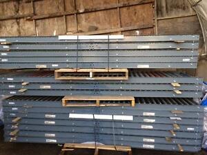 Lot de 15 sections de convoyeurs à rouleau 10' long , 30'' de large --- Lot of 15 sections of roller conveyor 10' x 30''