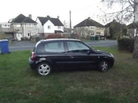 Renault Clio 1.2 3 door 2006 Sold as spares or Repair Suspect head gasket although still drives