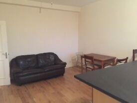 big double room in 3 bedroom flat in CLAPHAM JUNCTION area