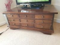 Chest with 9 drawers.