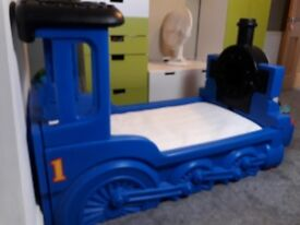 Little Tikes Thomas the Tank Toddler bed, comes with matress