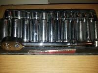 snap on ratchet set. 1/4 drive long ratchet with sockets.