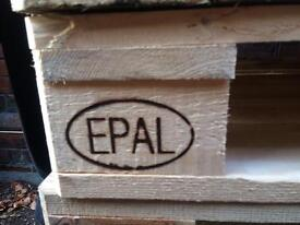 Pallets heavy duty (21 left)