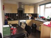 ***NO DSS****STUNNING 3 BED 2 BATH HOUSE TO LET IN LEWISHAM. AVAILABLE 16TH NOVEMBER