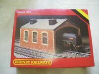 Hornby ~ Boxed R.504 Red Brick Engine Shed BNiB