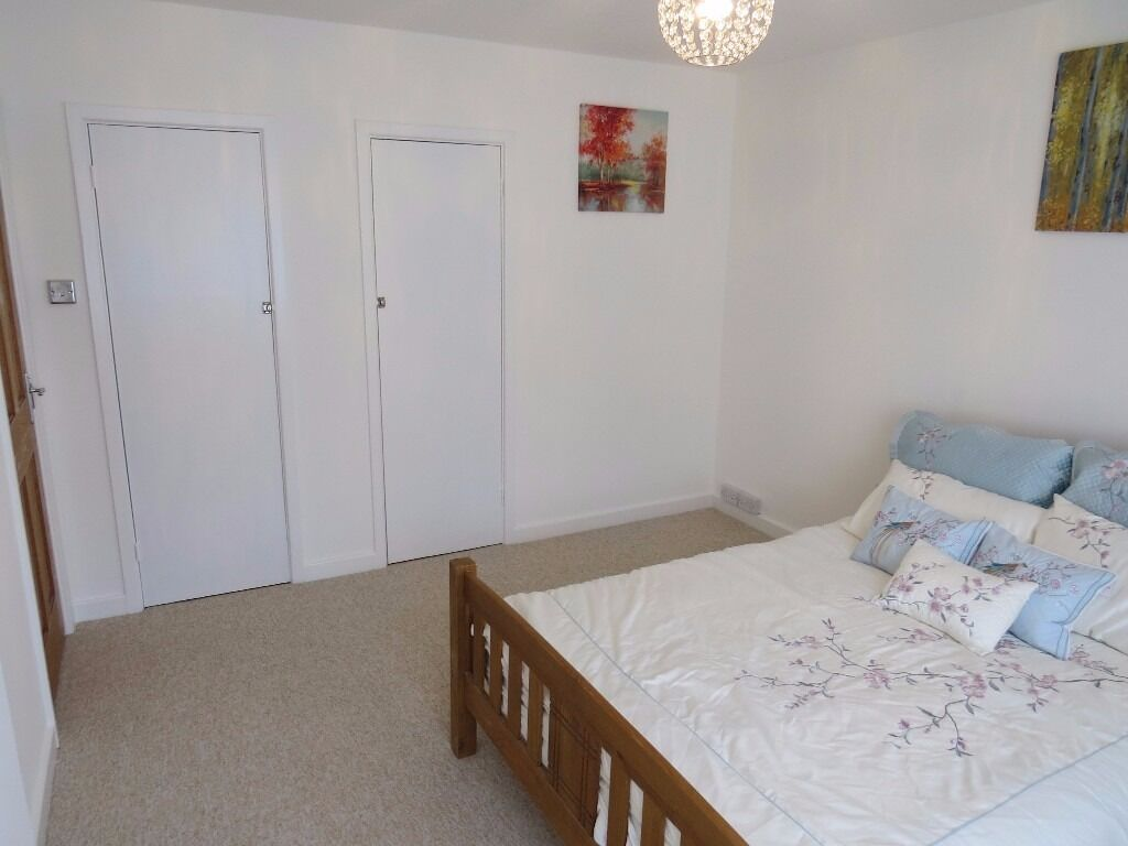 East Finchley. A recently redecorated double room,available for a short term let only of 1-3 months