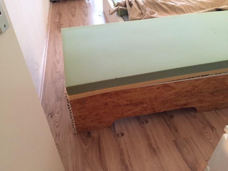 Riesige Couch (Marke Eigenbau) Schlafsofa 200 x 75 cm in