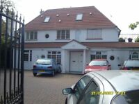4 DOUBLE BEDROOM LARGE FLAT