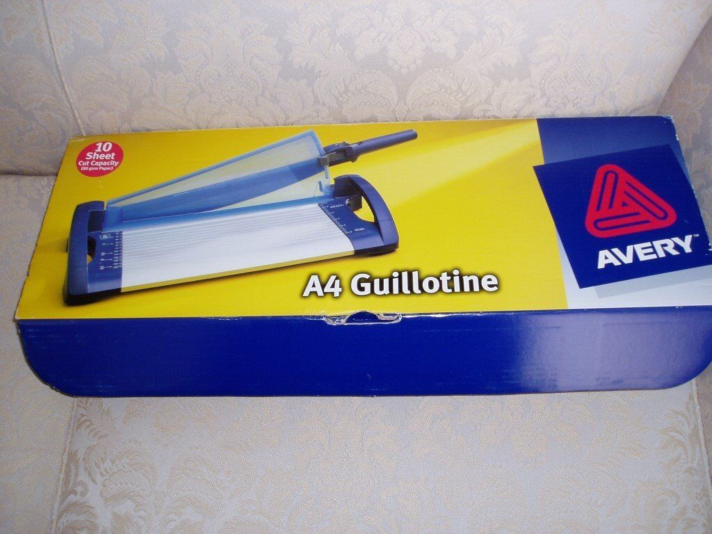 Avery 4 Guillotine - 10 sheet cut capacity (80 gsm paper)