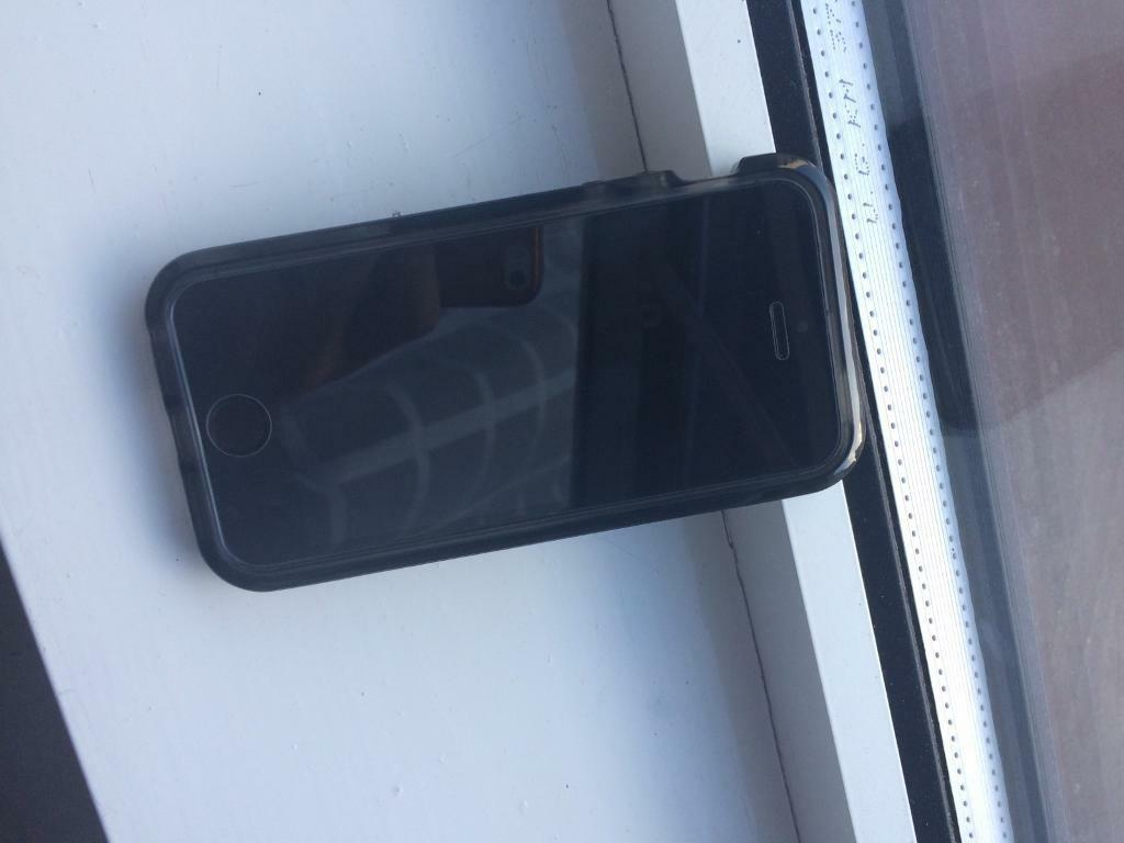 iPhone 5s 32gb unlockedin Westminster, LondonGumtree - Fairly clean iPhone 5s 32gb and unlocked Ive only had it for a couple of months has a few scratches comes with a brand new Tech21 anti shock case and a tempered glass screen protector on the phone it self price is negotiable dont hesitate to call or...