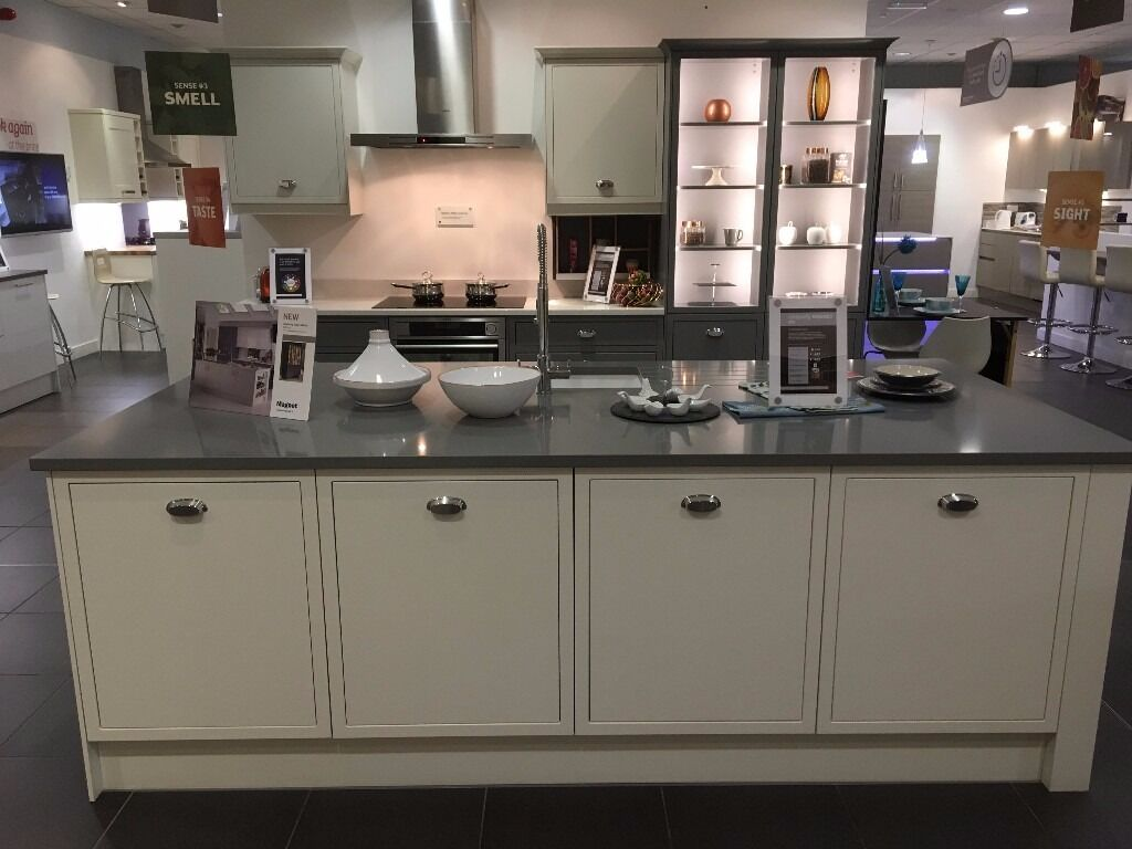 magnet kitchens ex display newbury grey white in. Black Bedroom Furniture Sets. Home Design Ideas
