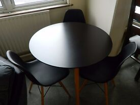 New round table with 3 chairs