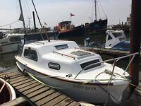 Freeman 23ft cabin cruiser boat