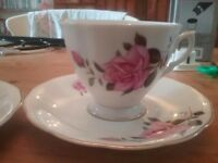 Pretty vintage style tea cups and saucers set of 4