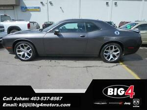 2015 Dodge Challenger SXT Plus, Leather, V6, NAV, Camera and Sen