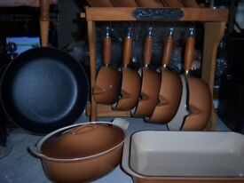 5 Cast Iron Le creuset Pans With Stand + Casserole Dish With Lid, Frying Pan and Oven Dish