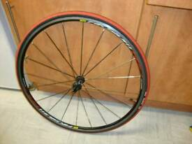 700 c Mavic (Aksium Race) Road bike front wheel