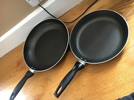PAIR OF NON-STICK FRYING PANS