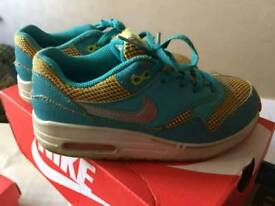 Nike air size 1 UK 33 europe