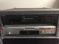 2 Sony JE 530 Mini Disk Players in Flight Case