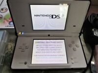 Nintendo DSi White Handheld Console with Charger, Stylus, 3 games and Special Case
