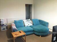 1 bedroom flat in Elgar Lodge, Bromley, BR2 (1 bed) (#942491)
