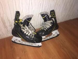 plusieurs patins de joueur de youth à adulte à partir de 10$, plusieurs grandeurs disponibles.
