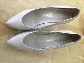 Cream leather court shoe size 6