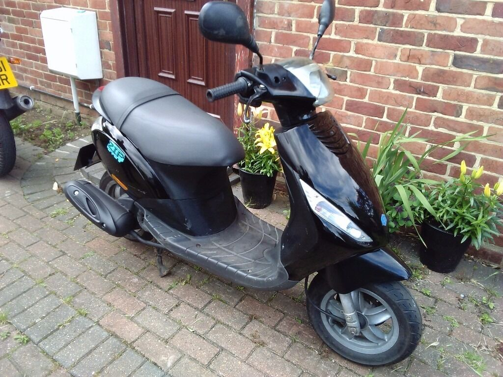 2008 piaggio zip 50 automatic scooter new 12 months mot 4 stroke engine runs well good. Black Bedroom Furniture Sets. Home Design Ideas