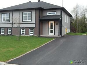 194 000$ - Jumelé à vendre à Sherbrooke (Rock Forest)