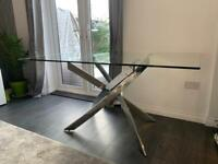 Next glass 6 seater dining table very good conditiom