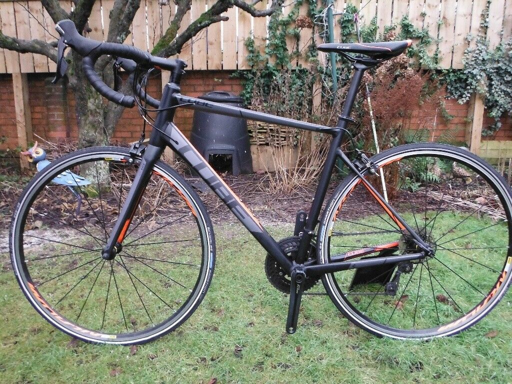 Cube Attain Road Bike shimano 105 group set.
