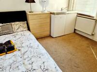 Ensuite double room including bills for couples only