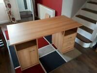 Desk 146cmW x 70cmD x 76cmH