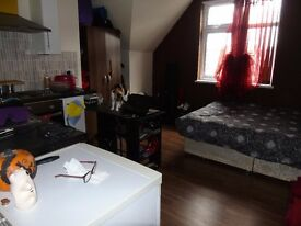 ***STUDENTS WELCOME***recently new studio Near the Luton Station, bills included