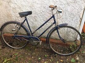 Ladies Raleigh Wayfarer bike