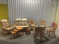 Wicker conservatory furniture set in excellent condition // free delivery