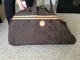 Gladiator/large Shoulder and handle bag with trolley wheels.