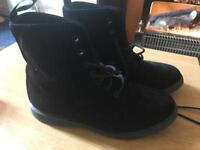 Women's Dr Martens Evan Boots - Black Velvet
