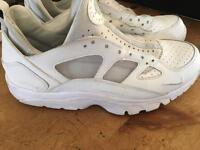White Nike huaraches size 8