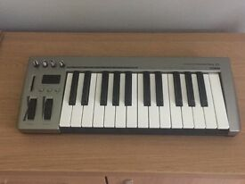 Acorn Masterkey 25 MIDI keyboard