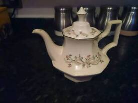 Eternal beau tea pot