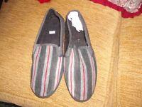 New and unworn size 8 men's slippers.
