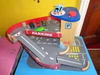 EARLY LEARNING CENTRE WOODEN PARKING GARAGE